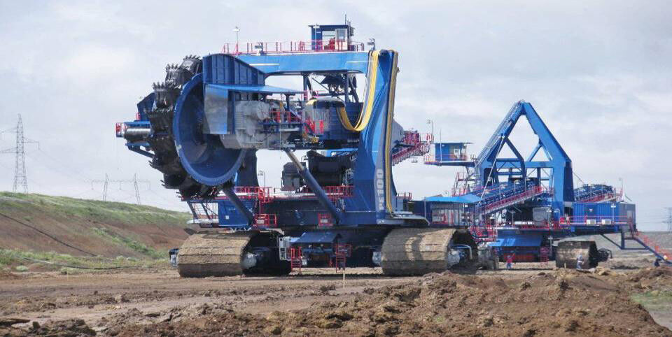Assembly Of The World S Largest Compact Bucket Wheel Excavator Picture 16 20
