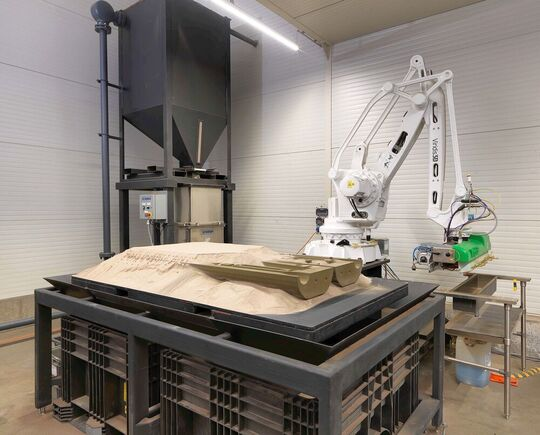 With its new 3D sand printer, the Blöcher foundry can realize ready-to-use and geometrically complex casting molds. This strengthens its positioning as a partner for the rapid on-demand delivery of spare parts, small series and tools made of aluminum.